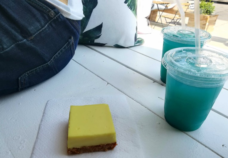 blue lemonade and yellow lemon bar